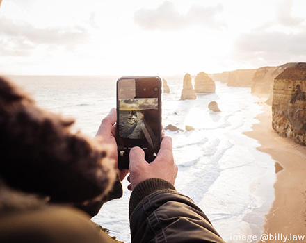 smartphone takes photo of 12 apostles